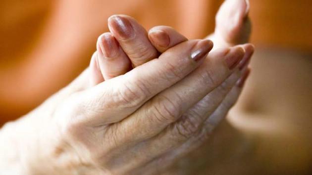 estrogen protection arthritis